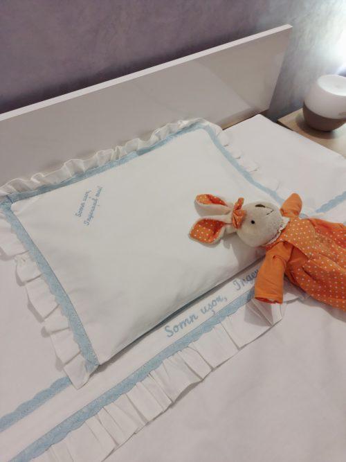 Lenjerie pat pentru copii cu dantela si broderie personalizata | roz 1